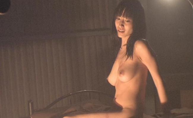 【おっぱい】グラビアアイドルから女優も幅広くマルチにこなしていた佐藤寛子さんのおっぱい画像がエロすぎる!【30枚】 29