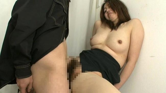 【おっぱい】試着室でエッチなことをしまくっている女の子のおっぱい画像がエロすぎる!【30枚】 18