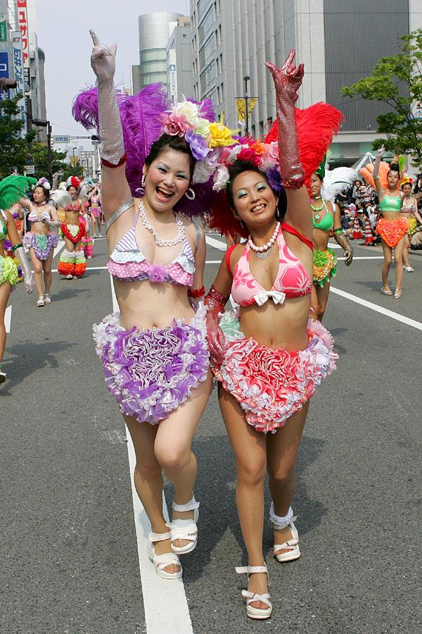 【おっぱい】サンバのリズムで踊りまくっているカーニバルを楽しむ女性のおっぱい画像がエロすぎる!【30枚】 10