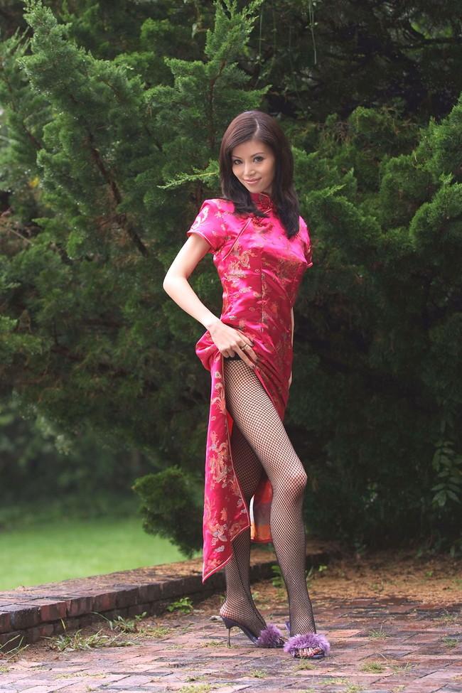 【おっぱい】チャイナドレスを着てこちらを魅了する綺麗なお姉さんのおっぱい画像がエロすぎる!【30枚】 03