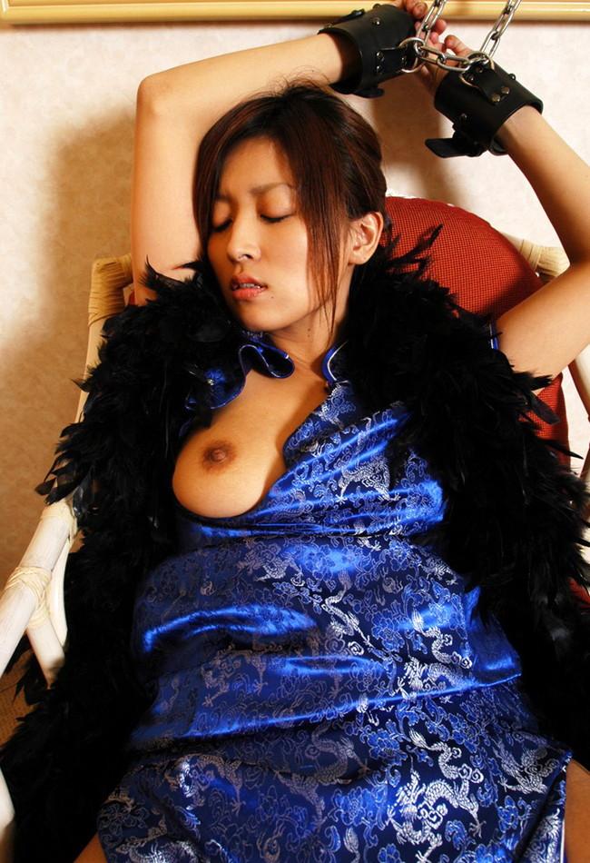 【おっぱい】チャイナドレスを着てこちらを魅了する綺麗なお姉さんのおっぱい画像がエロすぎる!【30枚】 04