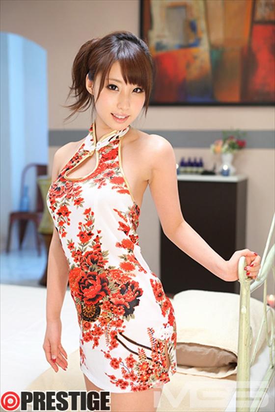 【おっぱい】チャイナドレスを着てこちらを魅了する綺麗なお姉さんのおっぱい画像がエロすぎる!【30枚】 05