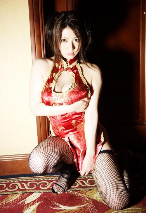【おっぱい】チャイナドレスを着てこちらを魅了する綺麗なお姉さんのおっぱい画像がエロすぎる!【30枚】 06