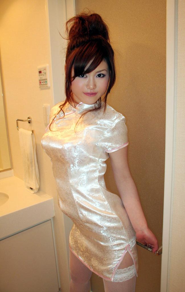 【おっぱい】チャイナドレスを着てこちらを魅了する綺麗なお姉さんのおっぱい画像がエロすぎる!【30枚】 10