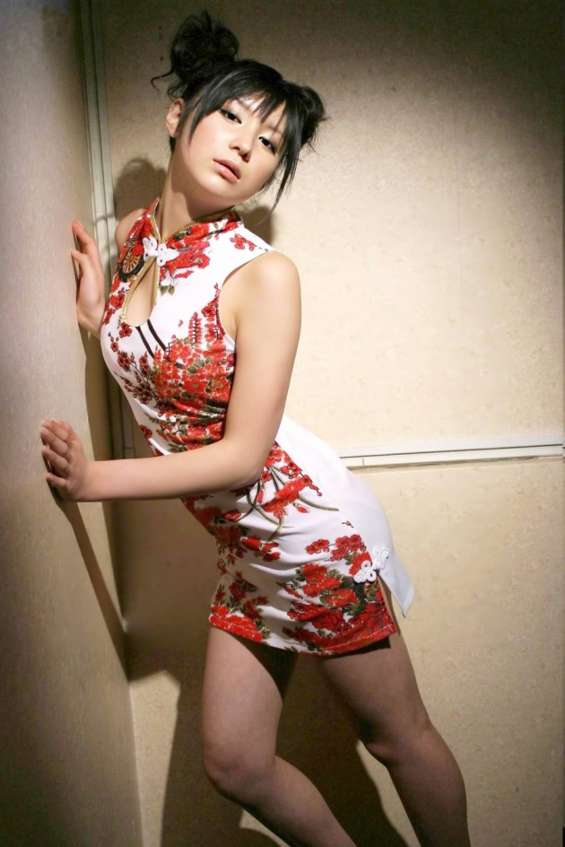 【おっぱい】チャイナドレスを着てこちらを魅了する綺麗なお姉さんのおっぱい画像がエロすぎる!【30枚】 23