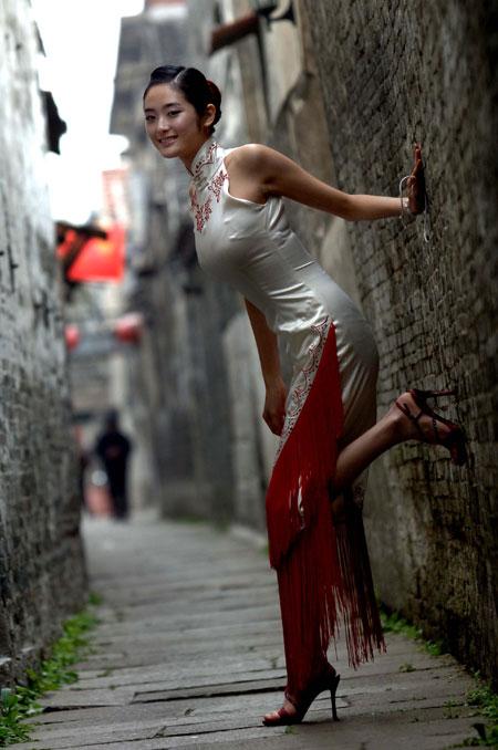 【おっぱい】チャイナドレスを着てこちらを魅了する綺麗なお姉さんのおっぱい画像がエロすぎる!【30枚】 27