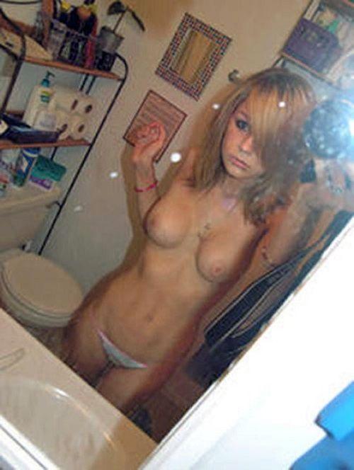 【おっぱい】スマホやカメラで鏡越しに自撮りをしているような女の子のおっぱい画像がエロすぎる!【30枚】 11
