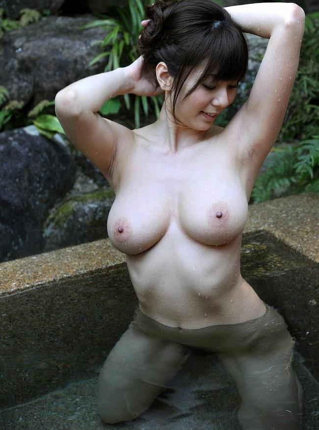 【おっぱい】露天風呂で覗かれたり、撮影されている女の子のおっぱい画像がエロすぎる!【30枚】