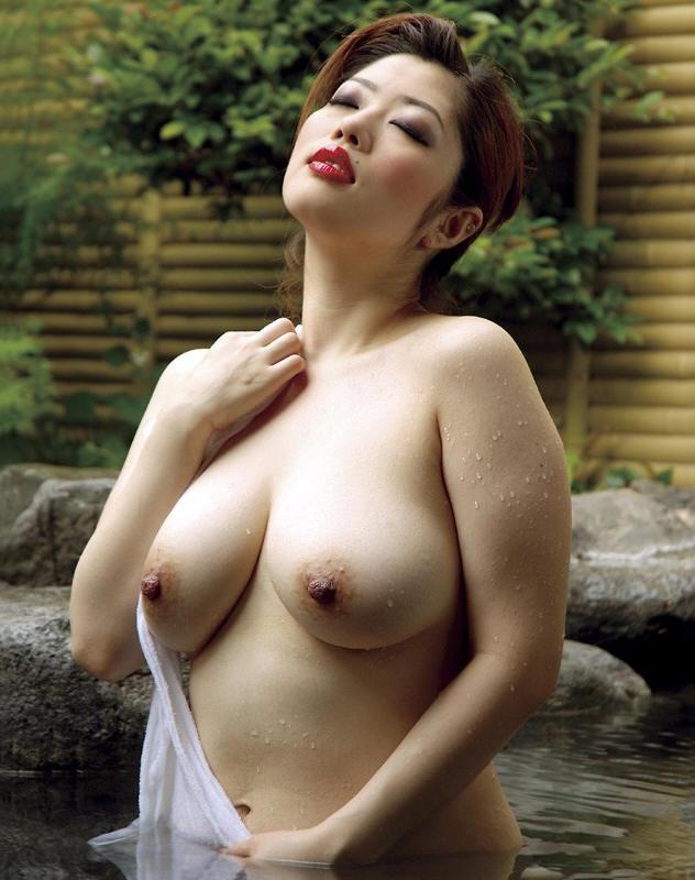 【おっぱい】露天風呂で覗かれたり、撮影されている女の子のおっぱい画像がエロすぎる!【30枚】 22