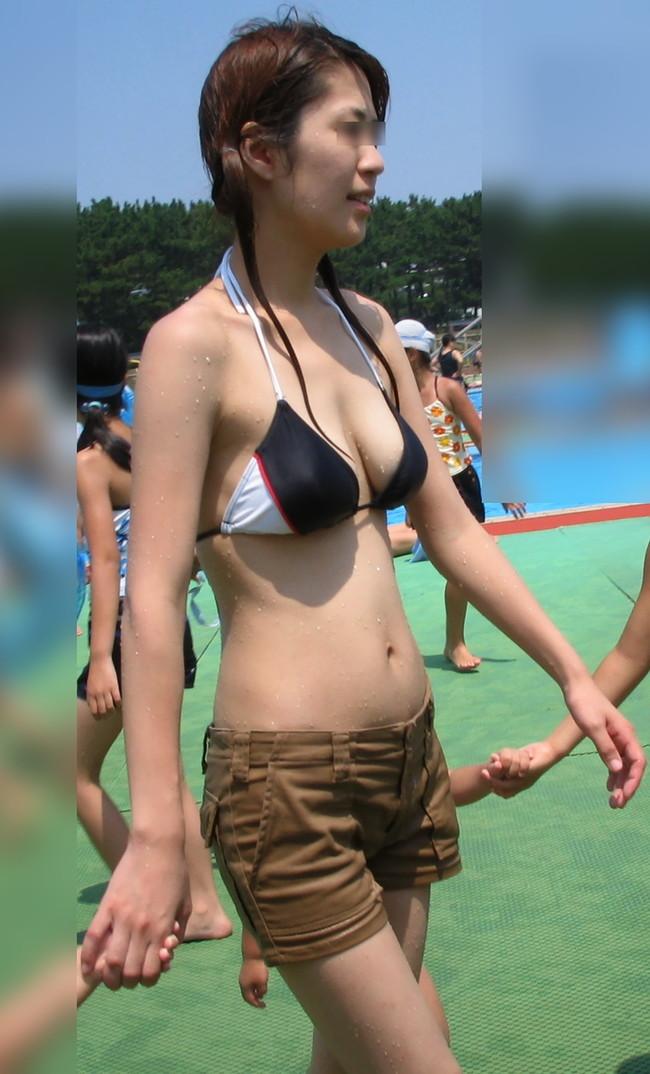【おっぱい】プールではしゃぎすぎてエロいものになってしまった女の子のおっぱい画像がエロすぎる!【30枚】 09