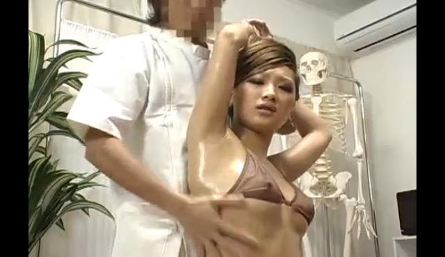 【おっぱい】オイルマッサージなどでエッチな施術をされちゃっている女の子のおっぱい画像がエロすぎる!【30枚】 15