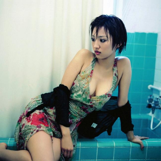 【おっぱい】セクシーなワンピースを着用している女の子のおっぱい画像がエロすぎる!【30枚】 06