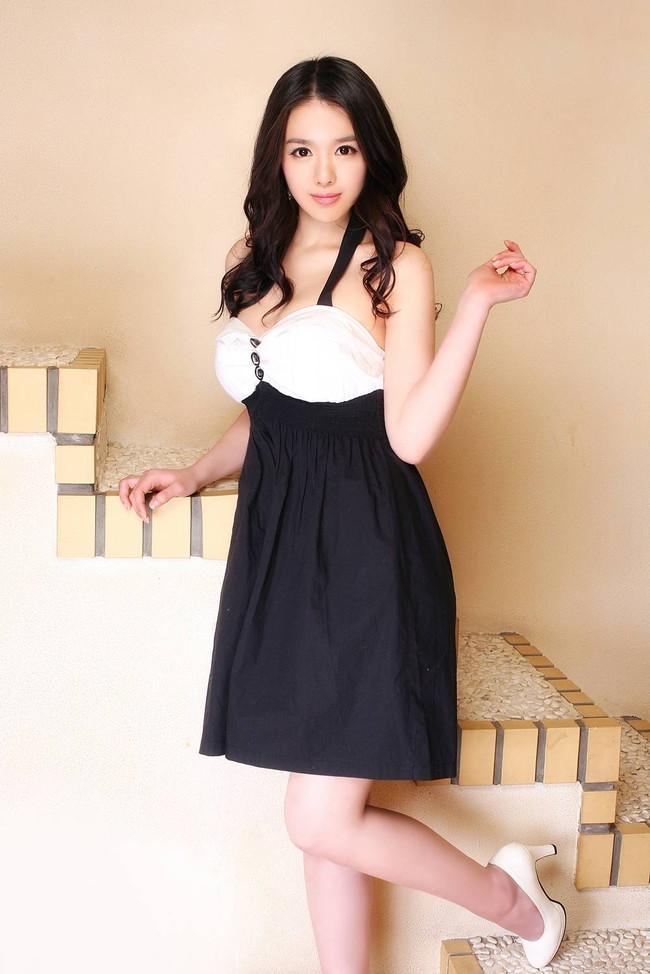 【おっぱい】セクシーなワンピースを着用している女の子のおっぱい画像がエロすぎる!【30枚】 23