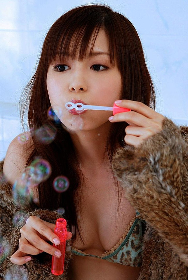 【おっぱい】オタクアイドルの第一人者、しょこたんこと中川翔子さんのおっぱい画像がエロすぎる!【30枚】 19