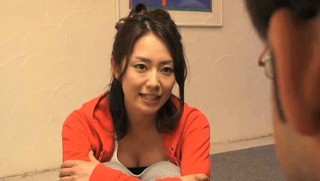 【おっぱい】バラエティで実力を大いに発揮する谷桃子さんのおっぱい画像がエロすぎる!【30枚】 17