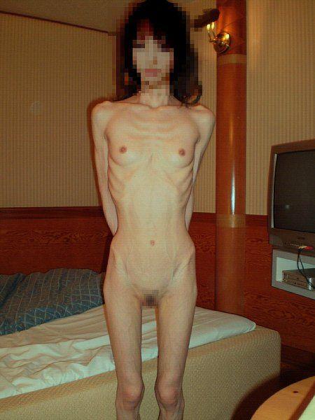 【おっぱい】ガリガリにやせているような体型の女の子のおっぱい画像がエロすぎる!【30枚】 06