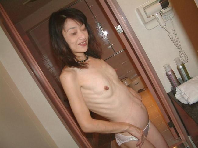 【おっぱい】ガリガリにやせているような体型の女の子のおっぱい画像がエロすぎる!【30枚】 15