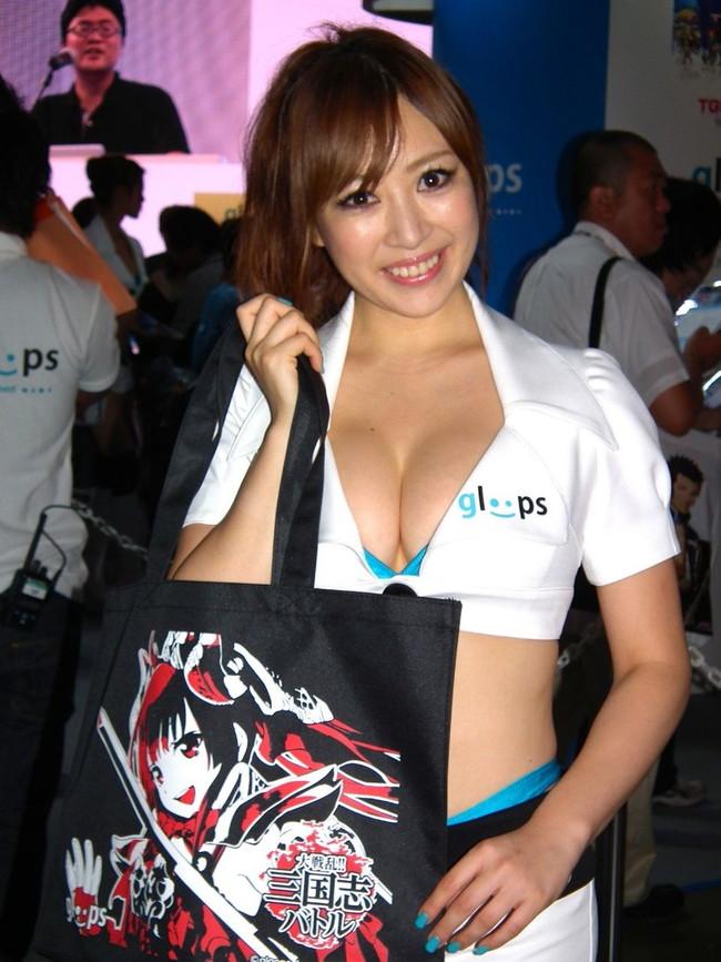 【おっぱい】東京ゲームショーで案内してくれるイベントコンパニオンの女の子のおっぱい画像がエロすぎる!【30枚】 17