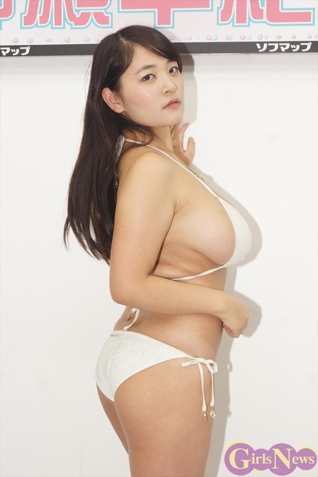 【おっぱい】Iカップの爆乳グラビアアイドルの柳瀬早紀ちゃんのおっぱい画像がエロすぎる!【30枚】 12