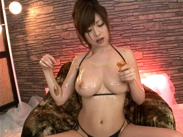 【おっぱい】Hカップを武器に出演しまくっていたAV女優・浜崎りおちゃんのおっぱい画像がエロすぎる!【30枚】 20