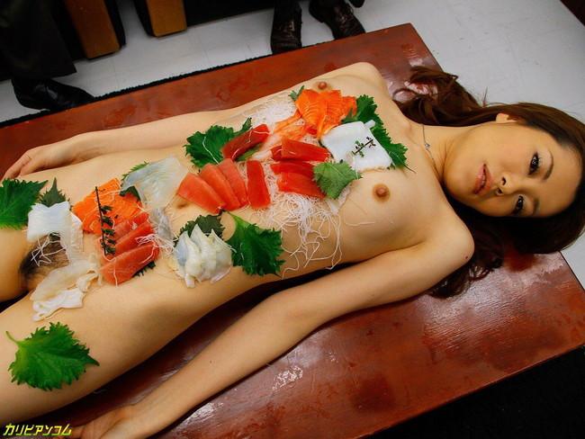 【おっぱい】お刺身やケーキ、そして私も召し上がれ!女体盛りで登場する女の子のおっぱい画像がエロすぎる!【30枚】 04