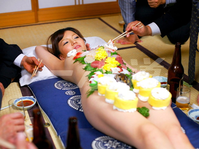 【おっぱい】お刺身やケーキ、そして私も召し上がれ!女体盛りで登場する女の子のおっぱい画像がエロすぎる!【30枚】 06