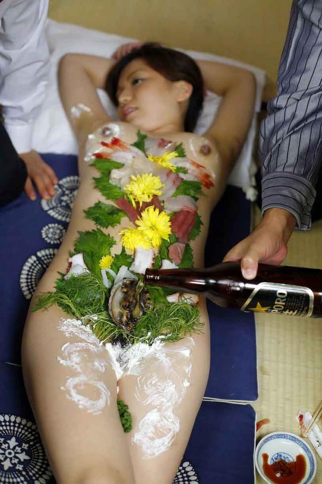 【おっぱい】お刺身やケーキ、そして私も召し上がれ!女体盛りで登場する女の子のおっぱい画像がエロすぎる!【30枚】 13
