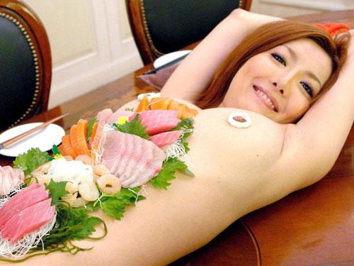 【おっぱい】お刺身やケーキ、そして私も召し上がれ!女体盛りで登場する女の子のおっぱい画像がエロすぎる!【30枚】 25