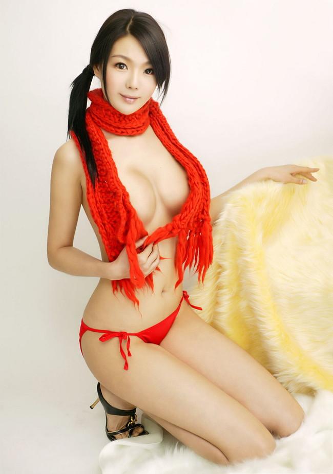 【おっぱい】寒さなんか吹っ飛ばせ!裸にマフラーをして誘っている女の子のおっぱい画像がエロすぎる!【30枚】 08