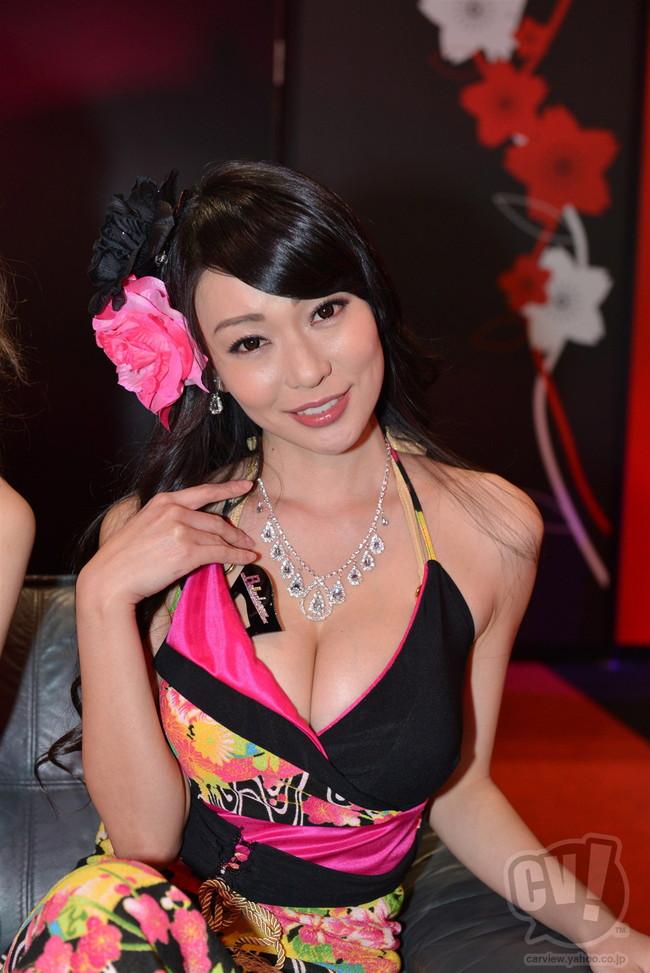【おっぱい】東京オートサロンにいるキャンギャル、コンパニオンの女の子のおっぱい画像がエロすぎる!【30枚】 05