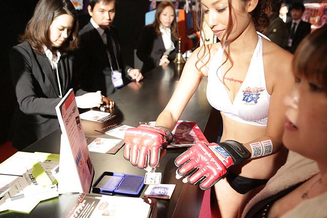 【おっぱい】東京オートサロンにいるキャンギャル、コンパニオンの女の子のおっぱい画像がエロすぎる!【30枚】 22