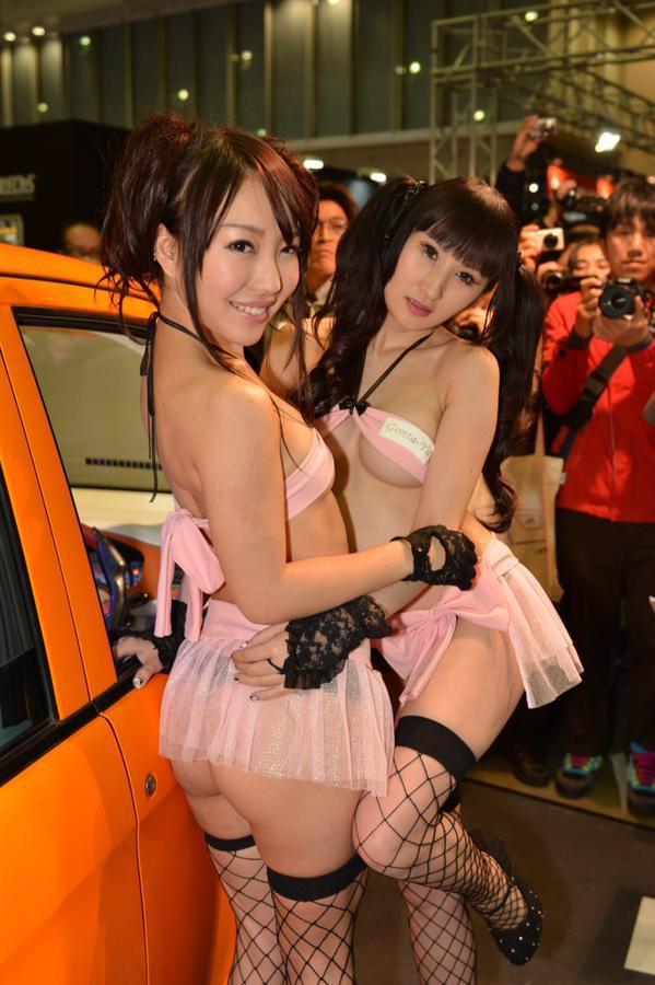 【おっぱい】東京オートサロンにいるキャンギャル、コンパニオンの女の子のおっぱい画像がエロすぎる!【30枚】 23