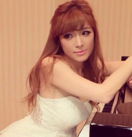 【おっぱい】Eカップの巨乳の持ち主でもあるピアニスト・高木里代子さんのおっぱい画像がエロすぎる!【30枚】 10
