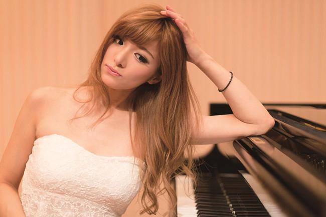 【おっぱい】Eカップの巨乳の持ち主でもあるピアニスト・高木里代子さんのおっぱい画像がエロすぎる!【30枚】 19