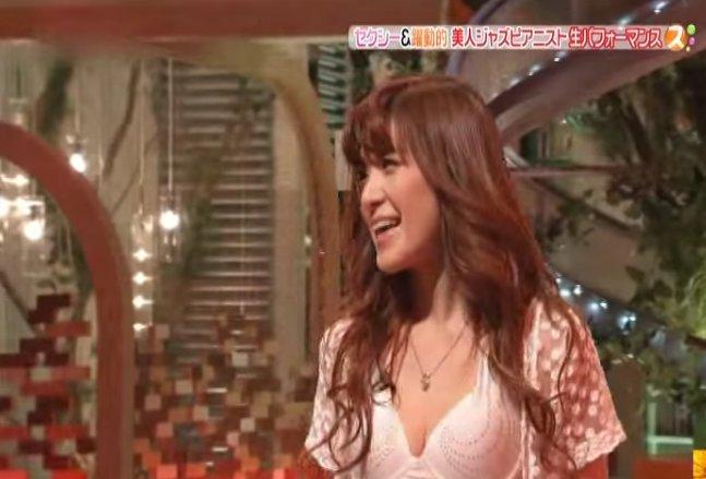 【おっぱい】Eカップの巨乳の持ち主でもあるピアニスト・高木里代子さんのおっぱい画像がエロすぎる!【30枚】 25
