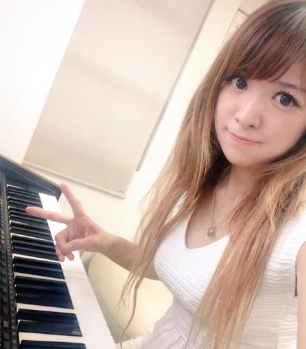 【おっぱい】Eカップの巨乳の持ち主でもあるピアニスト・高木里代子さんのおっぱい画像がエロすぎる!【30枚】 27