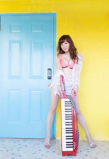 【おっぱい】Eカップの巨乳の持ち主でもあるピアニスト・高木里代子さんのおっぱい画像がエロすぎる!【30枚】 30