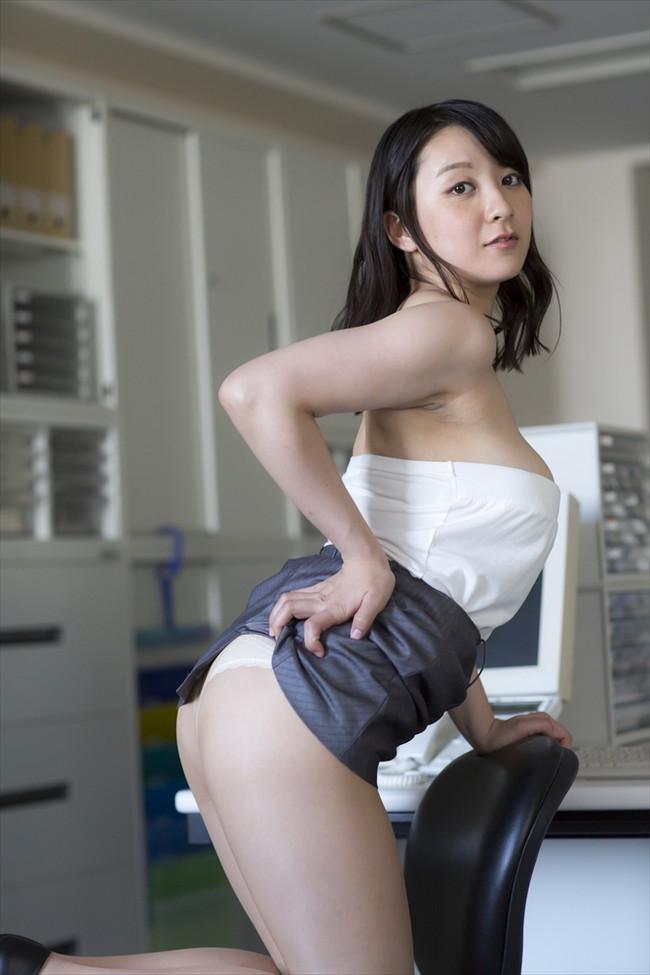【おっぱい】肉つきが良く健康的!Fカップの巨乳ちゃん!紺野栞ちゃんのおっぱい画像がエロすぎる!【30枚】 10