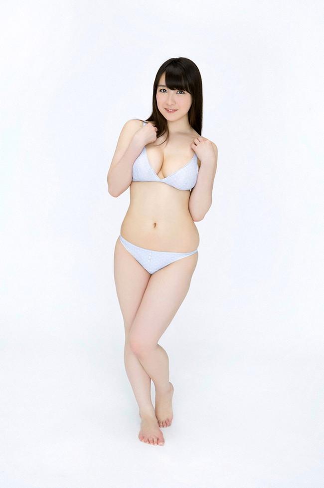 【おっぱい】肉つきが良く健康的!Fカップの巨乳ちゃん!紺野栞ちゃんのおっぱい画像がエロすぎる!【30枚】 25