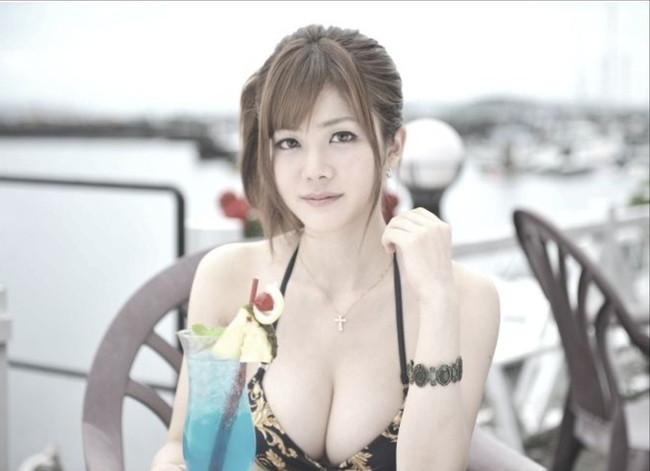 【おっぱい】プロ雀士としてもグラビアアイドルとしても大活躍な高宮まりさんのおっぱい画像がエロすぎる!【30枚】 14