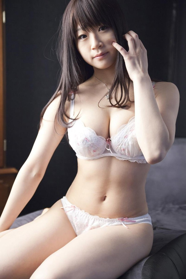【おっぱい】Hカップの爆乳グラビアアイドルで歌手の水月桃子ちゃんのおっぱい画像がエロすぎる!【30枚】 20