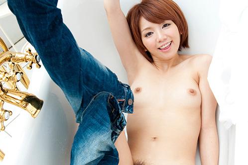 【おっぱい】上半身裸でジーパンを着てエロいことになっている女の子のおっぱい画像がエロすぎる!【30枚】 19