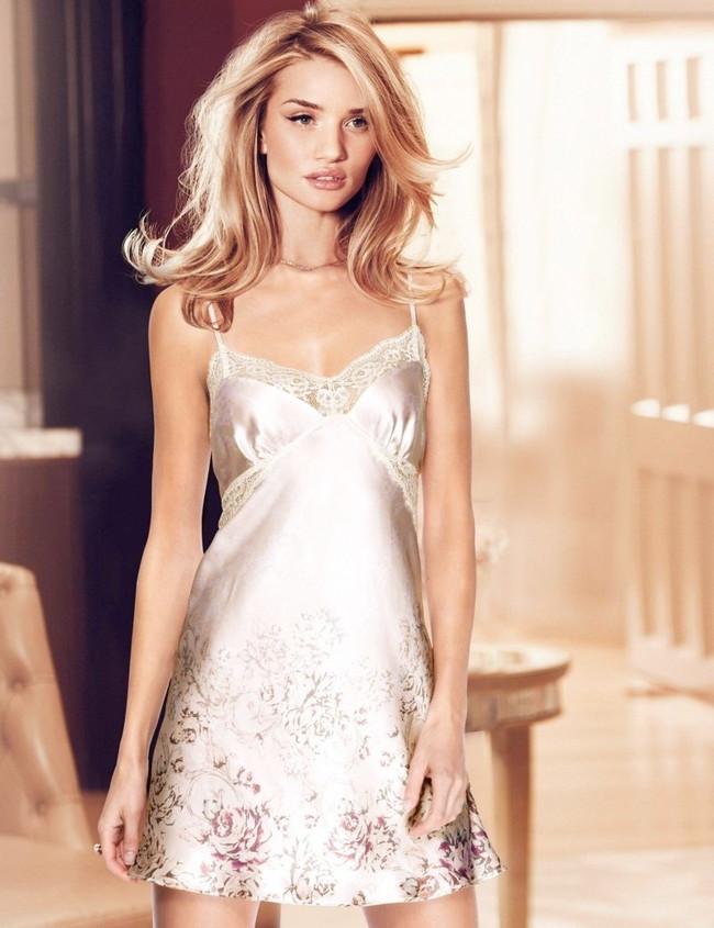 【おっぱい】ファッションモデルのロージー・ハンティントン=ホワイトリーさんのおっぱい画像がエロすぎる!【30枚】 12