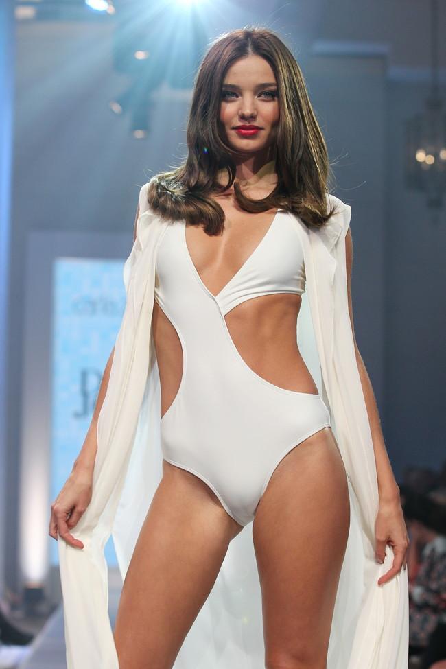 【おっぱい】オーストラリア出身で日本でも馴染みが深いスーパーモデル、ミランダ・カーさんの画像がエロすぎる!【30枚】