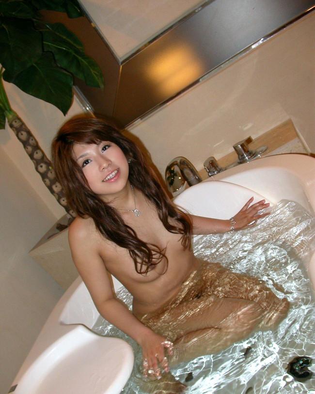 【おっぱい】お風呂に入浴してリラックスしようとしている女の子のおっぱい画像がエロすぎる!【30枚】
