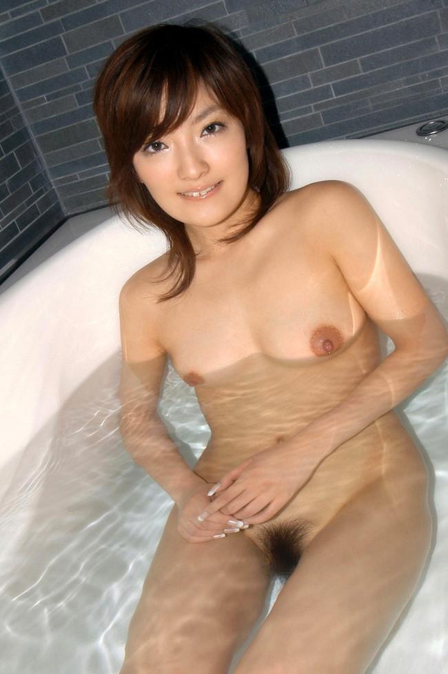 【おっぱい】お風呂に入浴してリラックスしようとしている女の子のおっぱい画像がエロすぎる!【30枚】 01