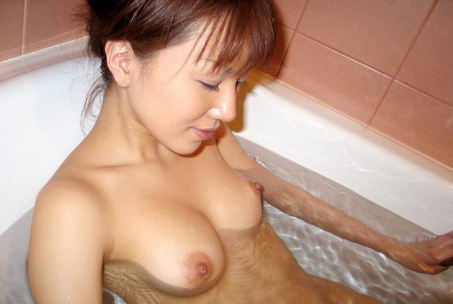 【おっぱい】お風呂に入浴してリラックスしようとしている女の子のおっぱい画像がエロすぎる!【30枚】 07