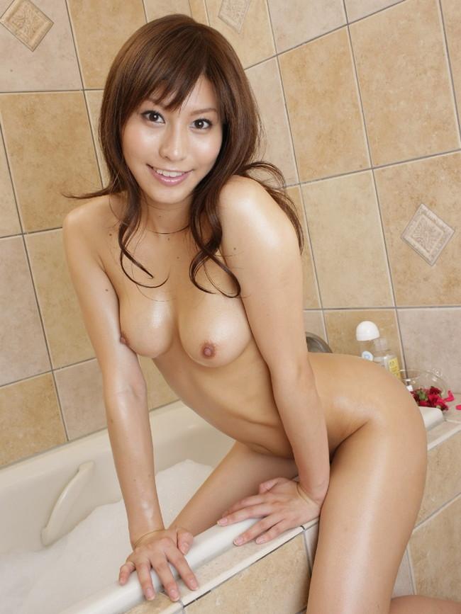 【おっぱい】お風呂に入浴してリラックスしようとしている女の子のおっぱい画像がエロすぎる!【30枚】 09
