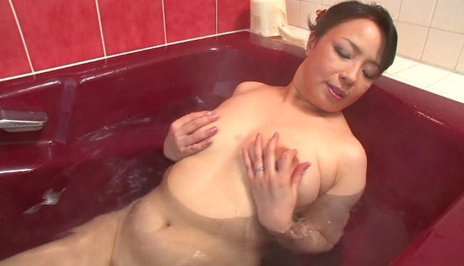 【おっぱい】お風呂に入浴してリラックスしようとしている女の子のおっぱい画像がエロすぎる!【30枚】 25