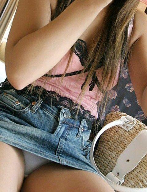 【おっぱい】デニムスカートがはだけてエッチな格好になっちゃっている女の子のおっぱい画像がエロすぎる!【30枚】 26